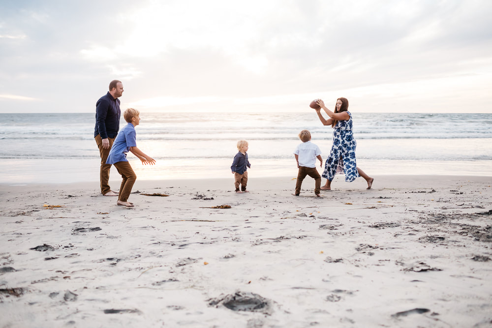 Family lifestyle session | Beach photography | www.brittneyvierphotography.com